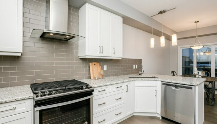 Quick Possession Edmonton Condo Villas Kitchen2